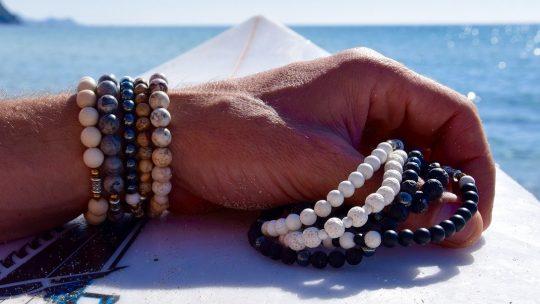 Les bracelets de perles, le bijou masculin tendance !